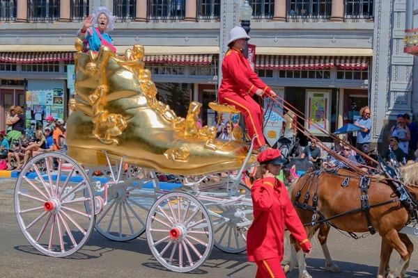 """Barnum & Bailey """"The Old Woman Who Lived in the Shoe"""" Pony Float"""